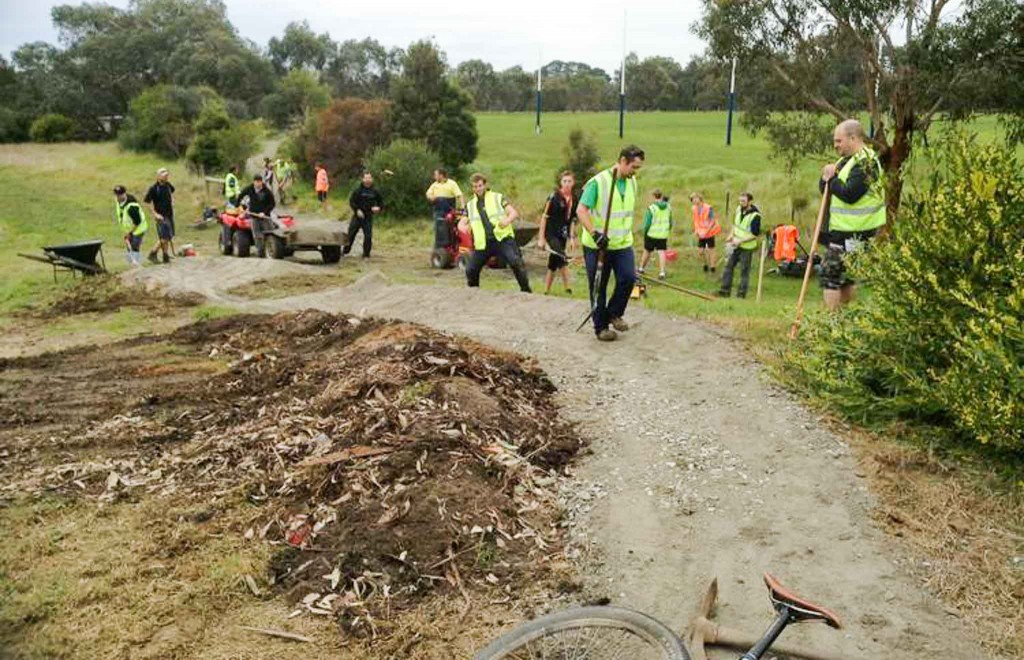 Building-of-the-Dromana-College-Track-by-volunteers-RHR
